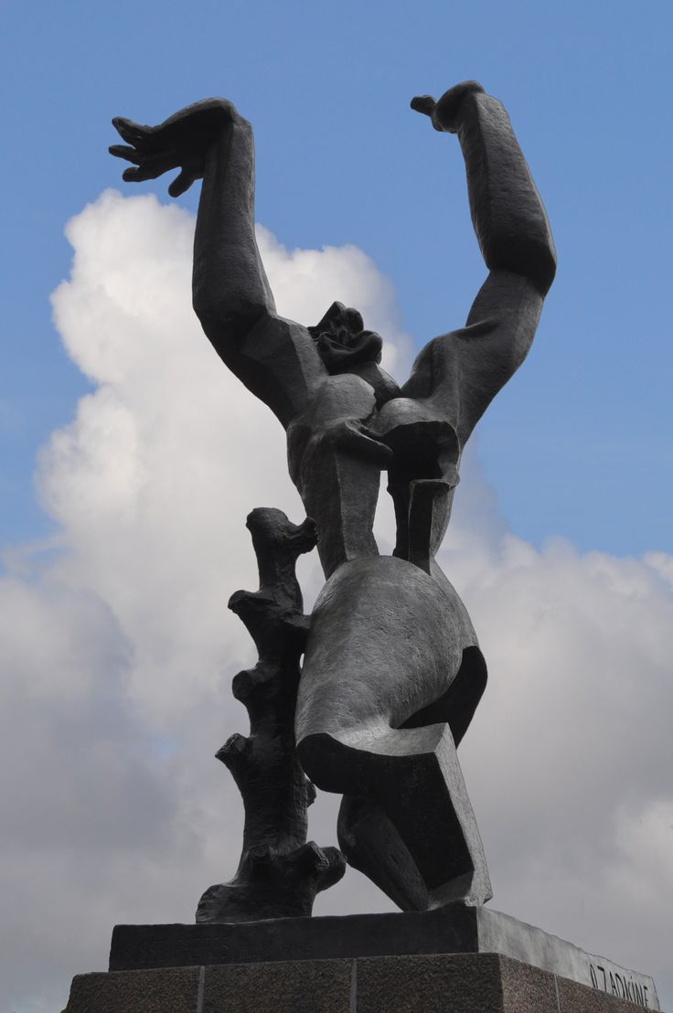 """Ossip Zadkine, de verwoeste stad """"In Dutch, this sculpture, by Russian Ossip Zapkine, is known by two names: """"De Verwoeste Stad"""" (The Destroyed City) and """"Stad zonder hart"""" (City without a heart). Zadkine produced the work in bronze after witnessing the devastation and destruction of Rotterdam's city centre after German bombs rained down in World War II."""""""