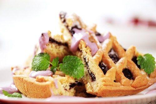 Ореховый пирог с ежевикой