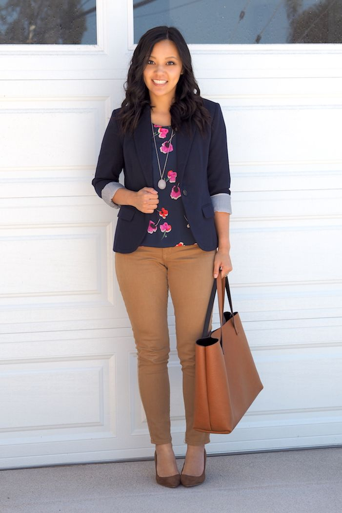 Green floral tee, fitted pants (salmon, black, teal?, grey), blazer or green cardigan, pumps;