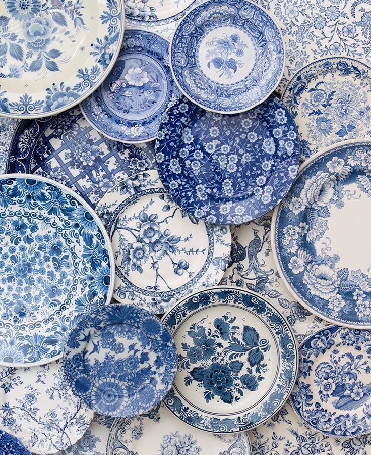 Beautiful plates. Blue is the colour  sc 1 st  Pinterest & 357 best Beautiful Dishes images on Pinterest | Dish sets Dishes ...