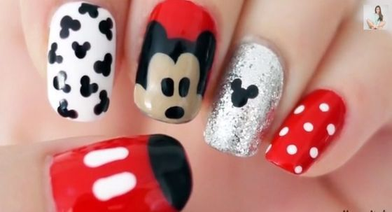 Disney craze alert! Mickey Mouse nail art for moms (and kids!)