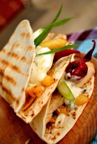 Tortillas sunt (cele la care mă refer aici) niște lipii simple, pe care mexicanii în special și sud americanii în general, le fac din făină de porumb, de g