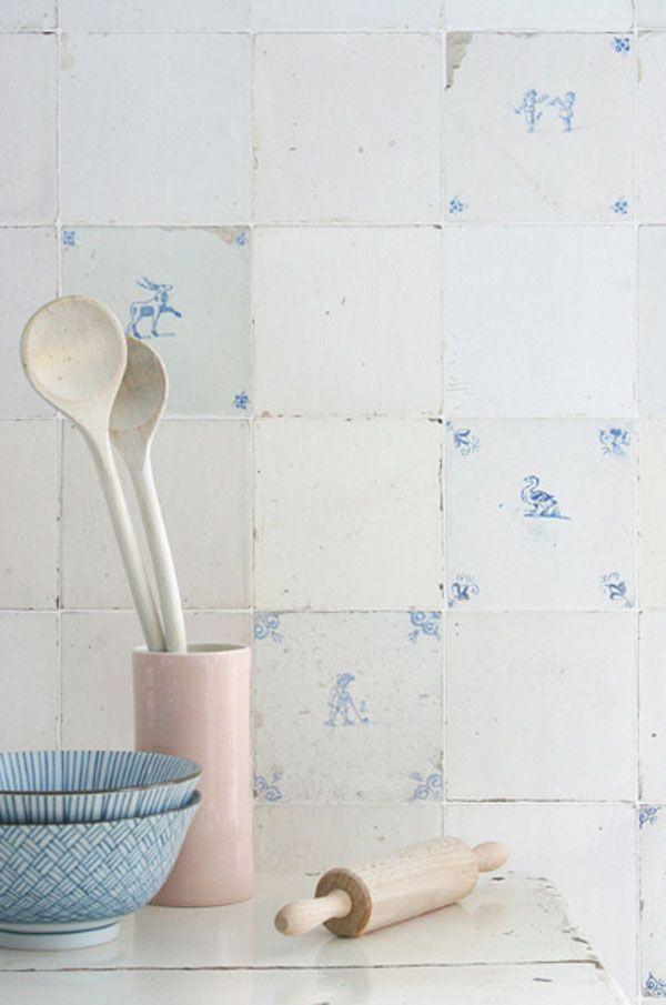 Cool! Delft's Blue tile wallpaper / Tegeltjes behang by Studio Ditte