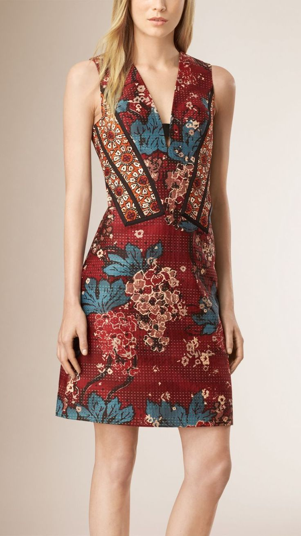 Vestido recto en algodón y seda con estampado floral a paneles