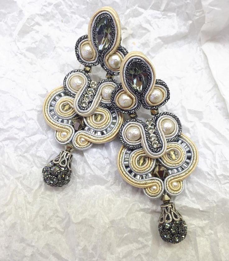Calista elegant bridal earrings by Dori Csengeri  #doricsengeri #bridalearrings #bridaljewelry #bridalaccessories #artdeco #designerjewelry #artdecoearrings #statementearrings