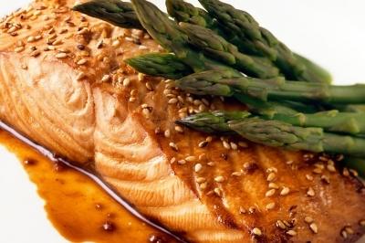 Broiled Sesame Salmon under 250 calories. (http://www.trufflehead.com/broiled-sesame-salmon/)