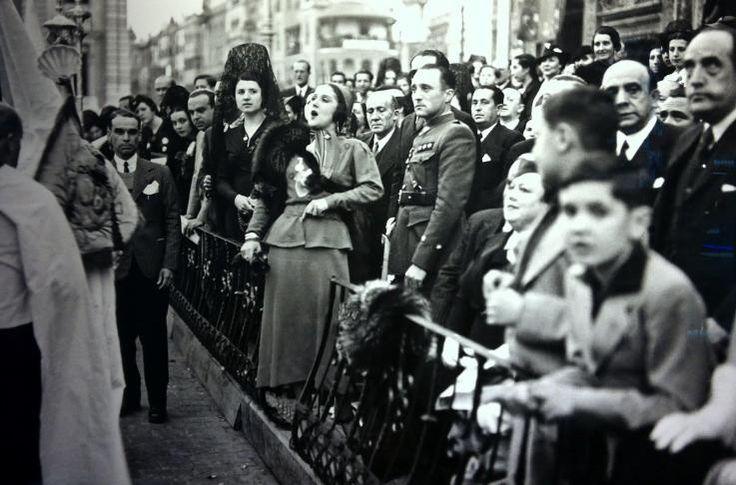 Una saeta en los palcos. 1941. Fotografía de Juan José Serrano Gómez.