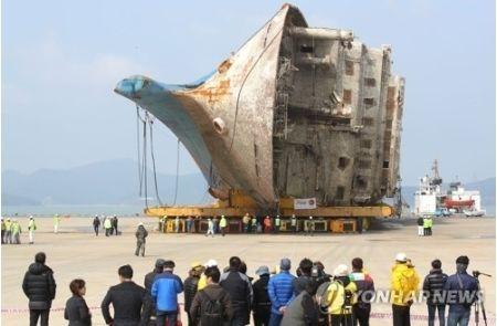 セウォル号の陸揚げ完了 行方不明者捜索へ=韓国