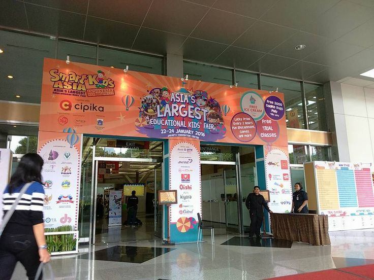 We are so happy to have this experience with family Royal Tots Academy. Royal Tots Academy in Smart Kids Asia - The Largest Educational Kids' Fair (Indonesia Edition), Jakarta Convention Center 22-24 January 2016.