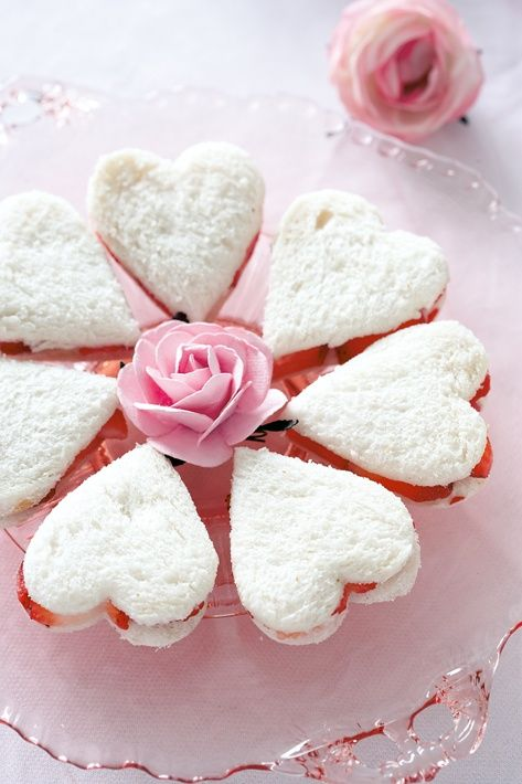 Strawberry and White Chocolate Tea sandwiches - http://www.pincookie.com/strawberry-and-white-chocolate-tea-sandwiches/: White Chocolates, Teas Sandwiches, Valentines, Tea Sandwiches, Heart Shape, Strawberries, Valentine'S S, High Teas, Teas Parties