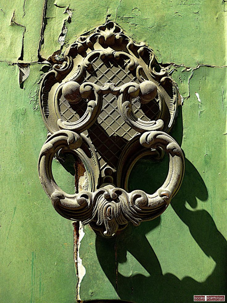 Detail of door in Porto-Portugal  (Photo © Doors Portugal)