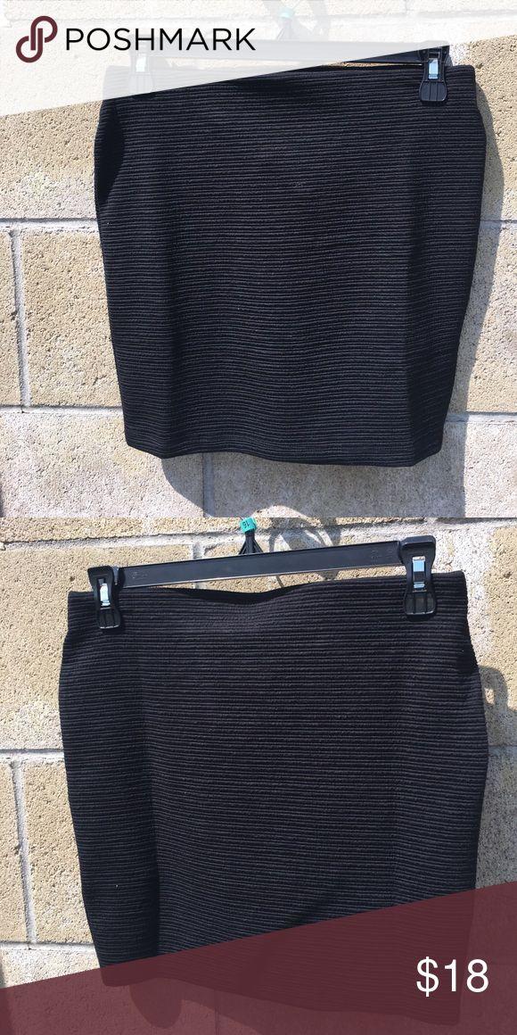 NWT Zara skirt Black mini skirt with thin lines💃🏼 Zara Skirts Mini