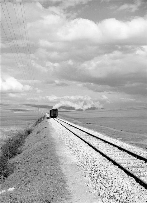 Maraini Fosco (1912-2004) / Lingne ferroviaire près de Spinazzola (Pouilles, Italie) / c. 1950