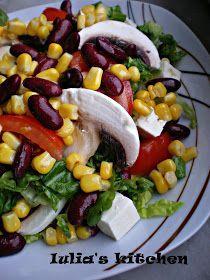 Va prezint o salata pe care o mananc mereu cu aceeasi placere. Este foarte gustoasa si in acelasi timp si consistenta. Ingrediente: s...