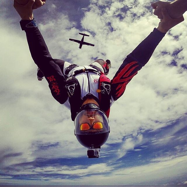 #tbt why so serious?!?! #training #serious #behappy #smile #skydive #skydiver #inverted #gopro #goprobr #oakley #oakleysunglasses #fly #flying #clouds #sky #bluesky #friends #crazyfriends #airplane #up #down #cookiehelmets #insta #goprooftheday #jointheteem #epicjumpz #soulfly #mylife #off