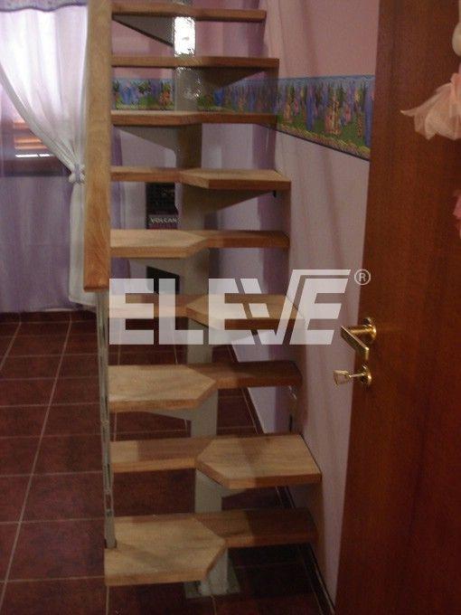 escalera para espacios reducidos de tipo pie derecho