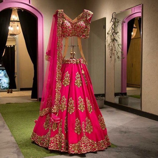 Because we are on sale!! Get this stunning lehnga at a 50% discount.. #Kynaa #gurgaon #sales #saletime #summer #love #fushialehnga…