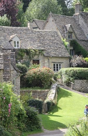 English cottage  xo--FleaingFrance