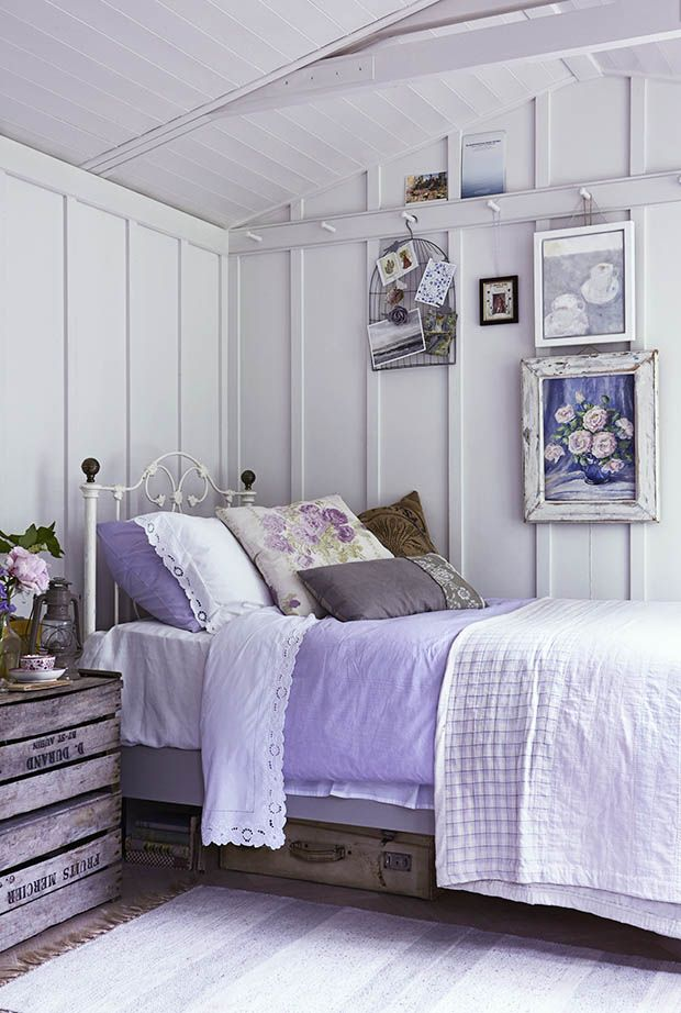 6 design ideas for small bedrooms feminine bedroom for Bedroom inspiration for small rooms