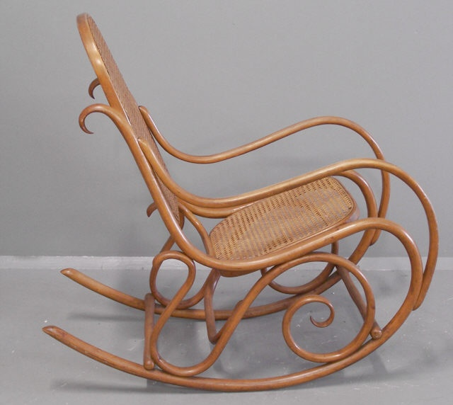 Gebruder thonet bentwood rocking chair number 7025 for Chaise bentwood