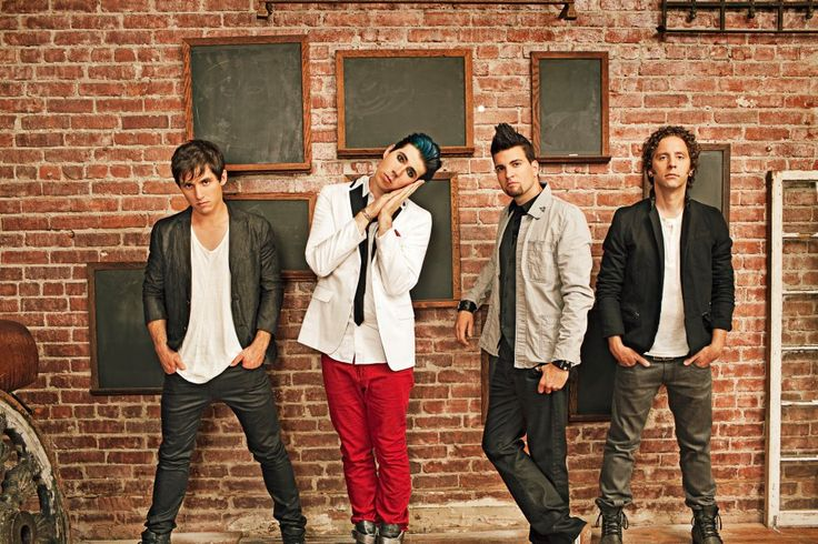 Marianas Trench has announced a mall appearances in America following their spring tour. Dates below: