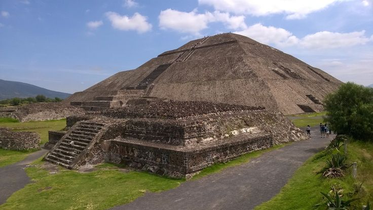 """pyramide du soleil!"" by TravelPod blogger marco-2010 from the entry ""Mexico city!"" on Tuesday, September 22, 2015 in Mexico City, Mexico"