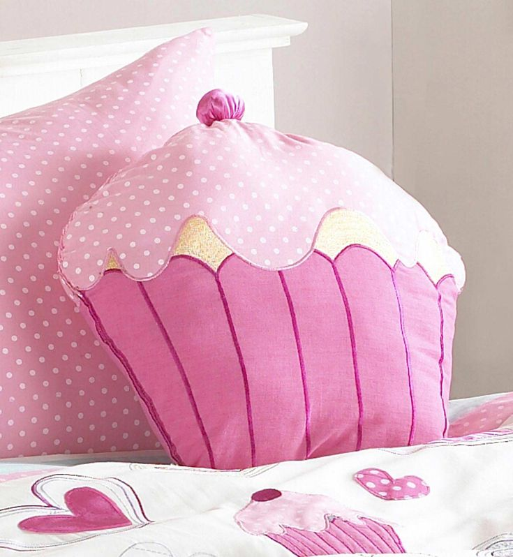 Cómo hacer un almohadón con forma de cupcake ¡Haz click en la imagen para conocer el tutorial de www.LasManualidades.com!