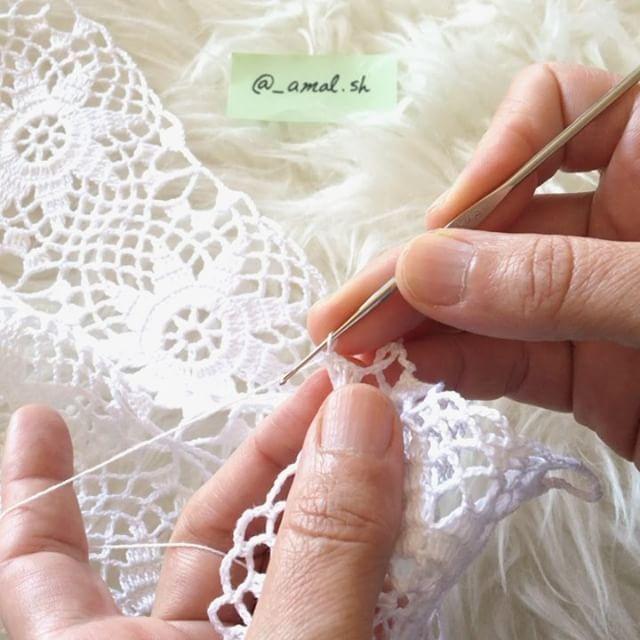 صباح الخير 🌿 طريقة تشبيك الوحدات مع بعض 😊💕 . How to join squares together 🙆🏼✨ . . #art #design #crochet #crochetaddict #crochetlove #instacrochet #pastel #fashion #flatlay #flatlayapp #mywhitetable #onthetable #morning #drawing #sketch #diy #tutorial #pattern #yarn #craftastherapy_spring #rose #craftsposure #كروشيه #مفرش #باترون # تصميمي #صباح_الخير #craftastherapy #instalike