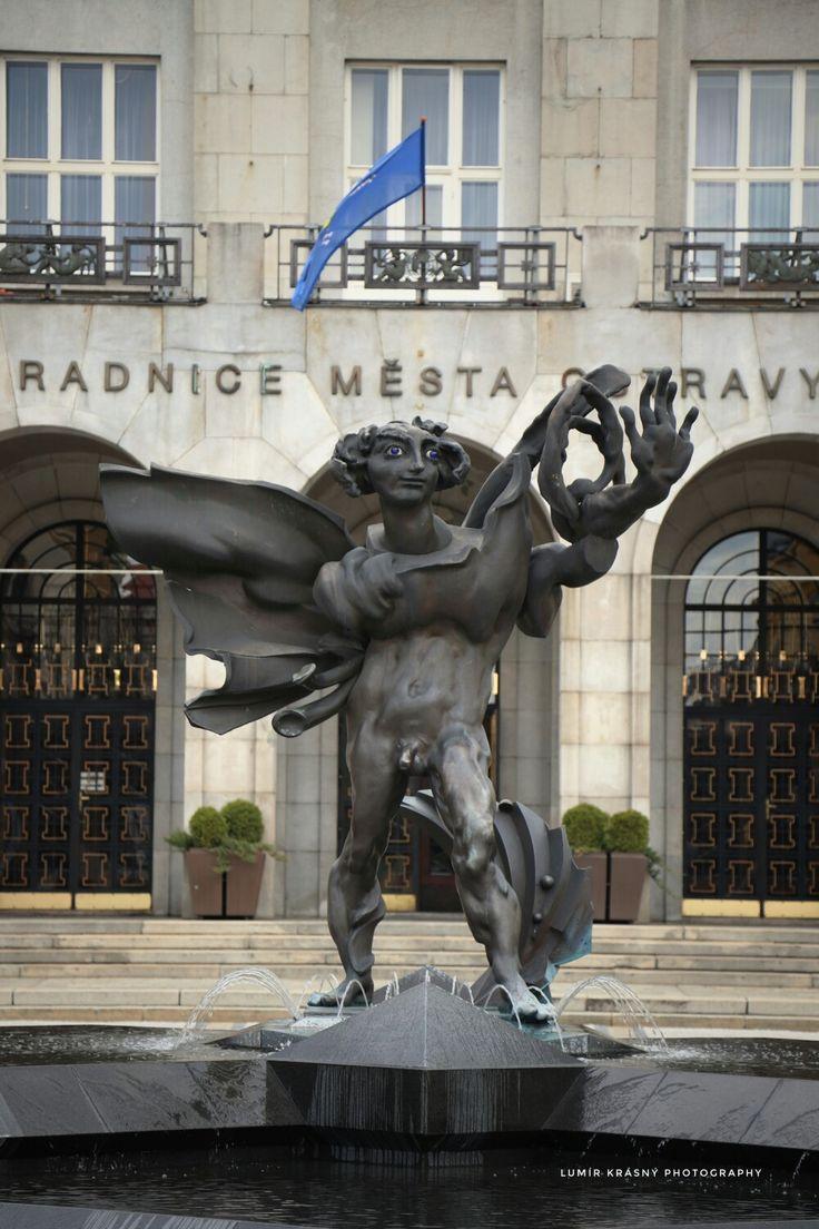 Ostrava - socha před radnicí Lumír Krásný photography
