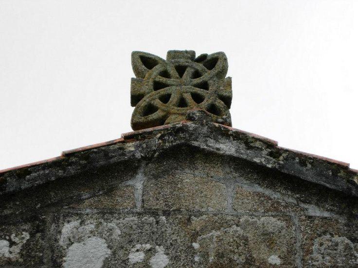 Interlaced Celtic Cross of the Church of São Tomé da Correlhã - Ponte de Lima, Viana do Castelo.  Photo/Foto: José Antonio Gil Martínez