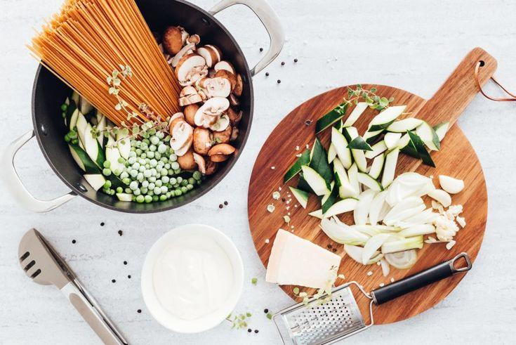 One-pot pasta – makaron z cukinią, pieczarkami i groszkiem