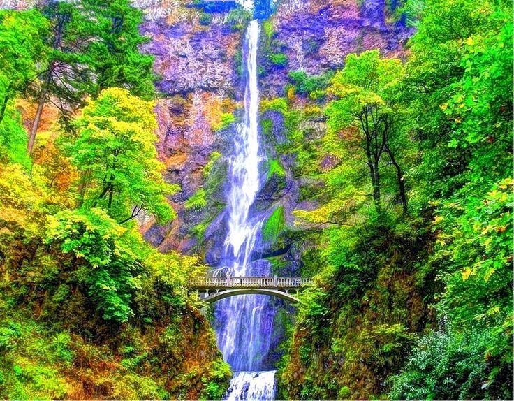 Водопад Малтнома Фолс   Этот водопад находится в штате Орегон в США. Малтнома Фолс - один из самых высоких водопадов в мире, и второй по высоте водопад в Америке. Водопад разделен на верхний 620 футов и нижний каскад 69 футов. Удивительно красивый вид открывается с моста у водопада, построенном в 1914 году.
