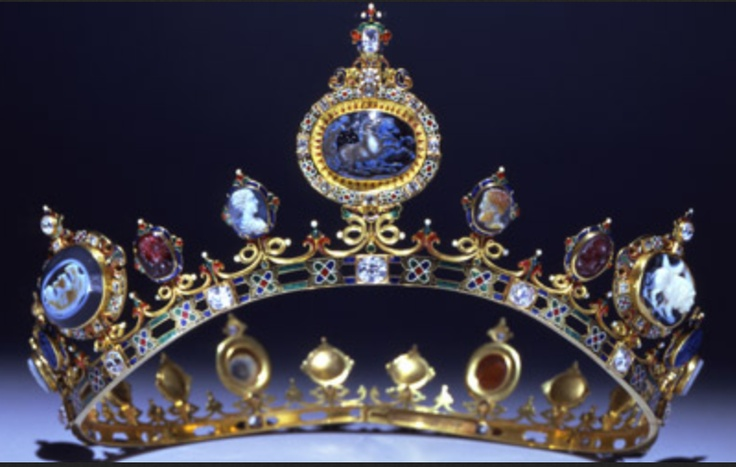 Larger photo of the Devonshire Tiara, part of the famous parure.  See earlier pin for history.