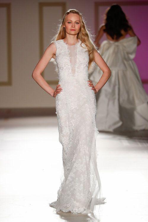 3ae177fcb Vestidos de novia para mujeres bajitas  ¡65 diseños para lucir estilizada y  grandiosa!