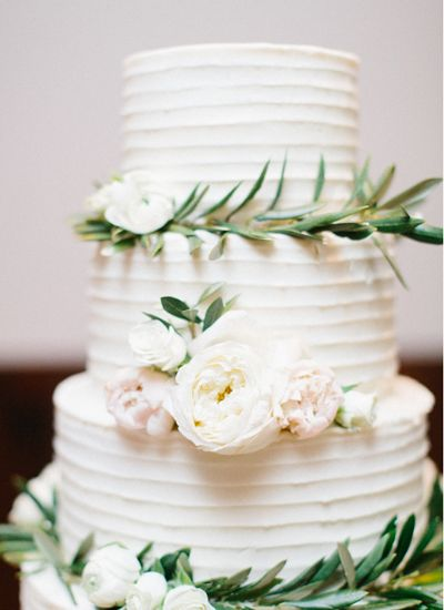 simple cake with rosemary rings | Loft Photography