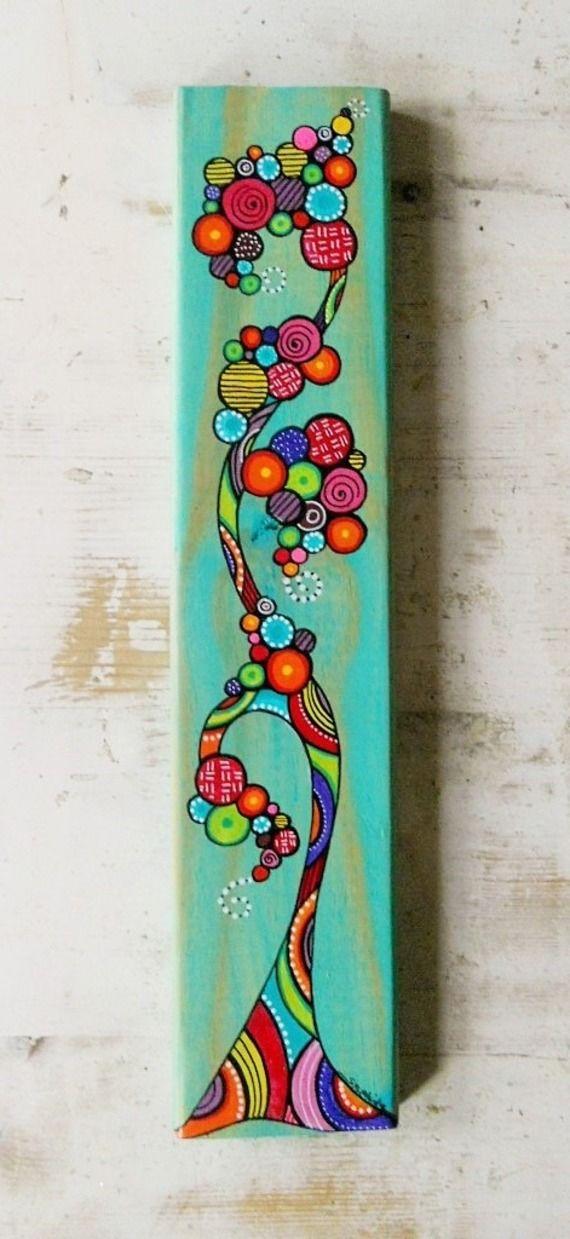 Un arbre aux couleurs peint sur lame de bois