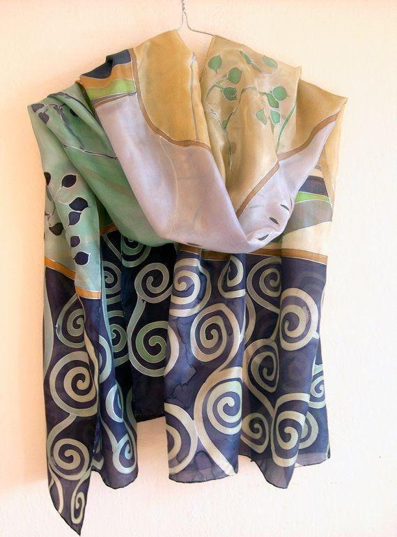 Sciarpa di seta. Sciarpa in seta dipinta a mano. Sciarpa di lusso ispirato, Klimt Sciarpa viola spirali e germogli. Regalo per la madre / Sciarpa viola decorativo. Menta verde e viola lunga scialle con elementi decorativi, Regalo di giorno le madri. Sciarpa scialle, sarong, pareo in combinazione di colori viola. Regalo di Natale per la mamma, per la nonna, ►This è un unico, dipinto a mano seta sciarpa misura 35 da 70 pollici. Le linee sono resi in una gutta metallizzato oro o argento (...
