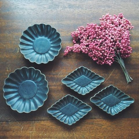 売切れ続出の人気者。益子焼「よしざわ窯」の可愛らしい普段使いの器たち | SCRAP