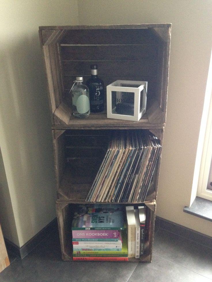 Oude houten kratten als kast! Eindelijk bij ons in de living! Zo mooi! :)
