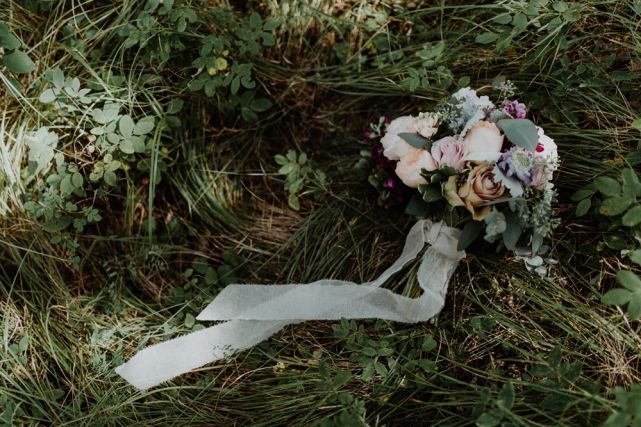 wedding planner, kismet and clover, canmore and banff wedding planner, rustic wedding, vintage wedding, rundleview park, wedding photography, wedding bouquet, wedding flowers