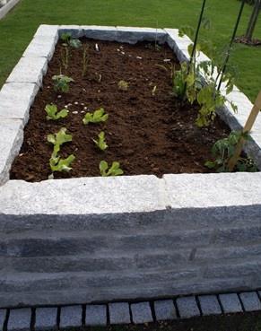 stein hochbeet garden pinterest. Black Bedroom Furniture Sets. Home Design Ideas