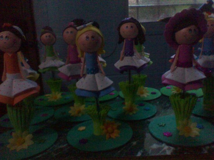 preciosas muñequitas con base de CD reciclado