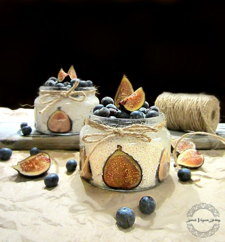 WHITE CHIA PUDDING Chia Pudding with Vanilla, Blueberries and Figs VEGAN - GLUTEN FREE