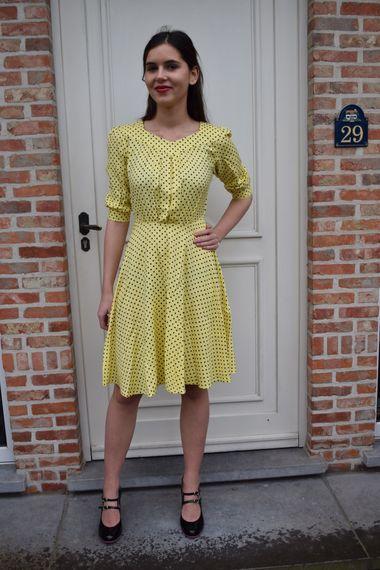 Circus: speelse mode bij Retromantiek yellow and black polkadots dress vintage look jurk geel en zwart stippen print