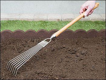 Lee Valley Mid Length Bed Rake   Gardening