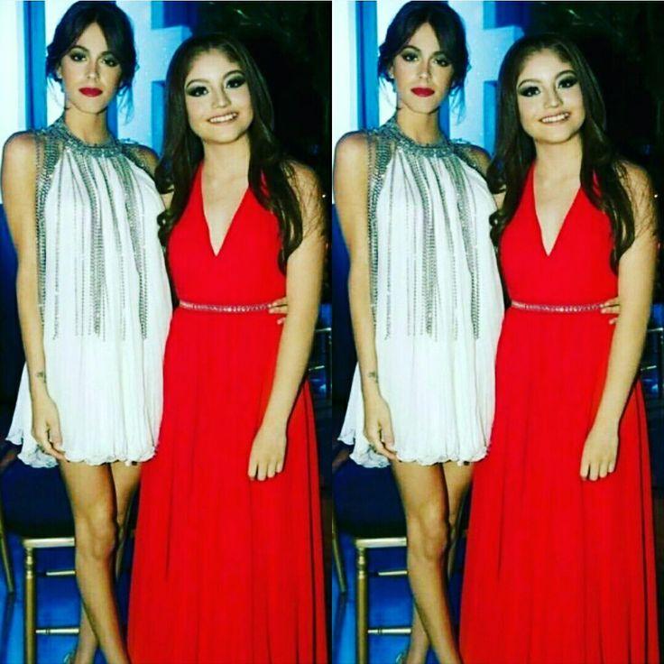Les deux stars de deux séries vraiment extraordinaire et nice et deux filles super sympas ensemble!!!