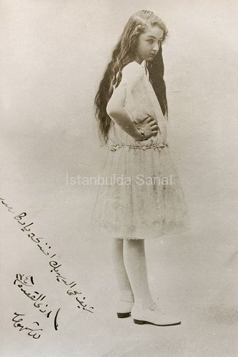 DURRUSHEHVAR SULTAN is the daughter of the last Ottoman Caliph Abdulmecid II. She was born in 26 January 1914 and grew up in Dolmabahçe Palace. Further to the cancellation of the Caliphate in 1924, she was sent to Bulgaria and Switzerland by Orient-Express. She became 'The Princess of Berar' by getting married to Prince Azam Shah, the son of Haydarabad Ruler in November 1931 in India. She died in London when she was 92. She was one of the most beautiful princesses of the Ottoman Palace.