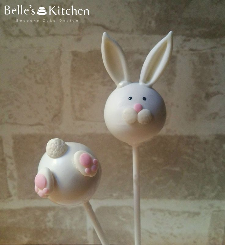Bunny Easter Cake Pops - Vanilla cake pops bunny heads and tails #cakepop #cake #bunny #easter