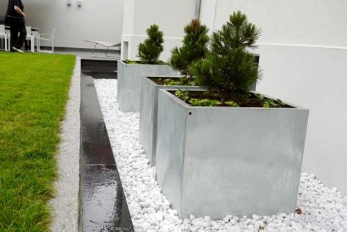 Krukker - Moderne hage i villa - Dengin Design