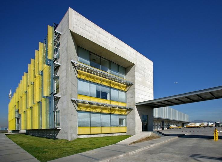 Revestimiento Hunter Douglas/Sandwich Wall.      Edificio Corporativo Chilexpress, Santiago, Chile.     Arquitecto: Guillermo Hevia